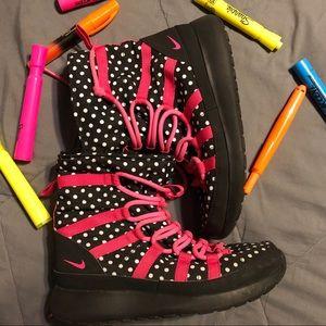 Nike Roshe Sneakerboots 4.5 in Girls